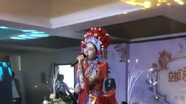 自己结婚的时候,老婆的闺蜜上台献唱,真后悔没早点认识她!